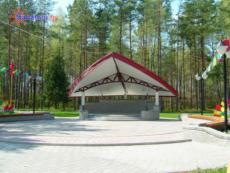 Санатории Белоруссии Беларуси - санаторий Озёрный - Танцплощадка летняя