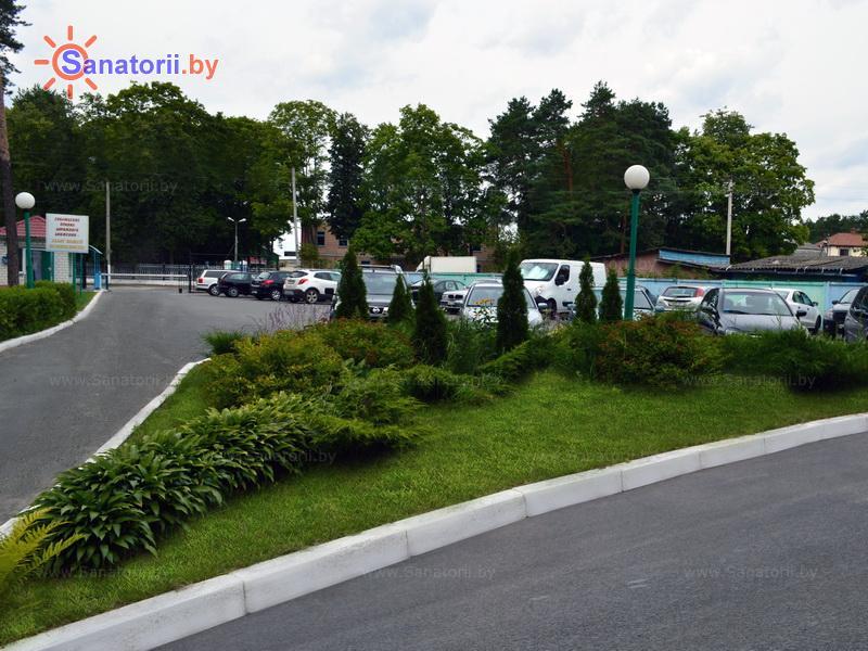 Санатории Белоруссии Беларуси - санаторий Чёнки - Парковка