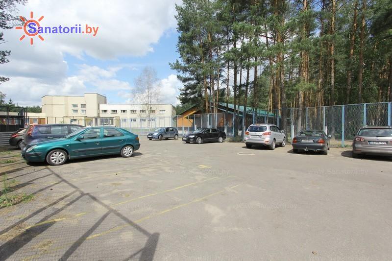 Санатории Белоруссии Беларуси - санаторий Сосновый бор - Автостоянка