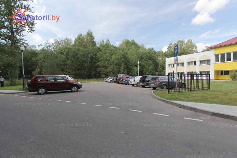 Санатории Белоруссии Беларуси - санаторий Железняки - Автостоянка