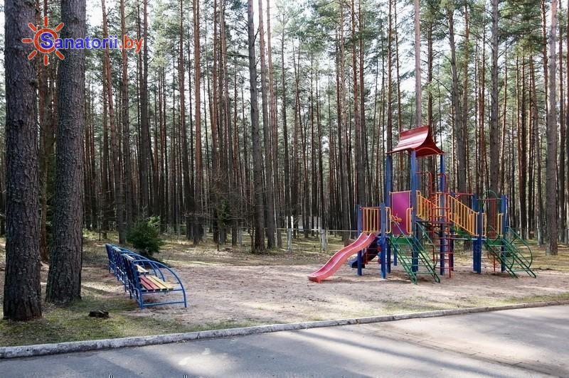 Санатории Белоруссии Беларуси - оздоровительный комплекс Сосновый бор - Детская площадка