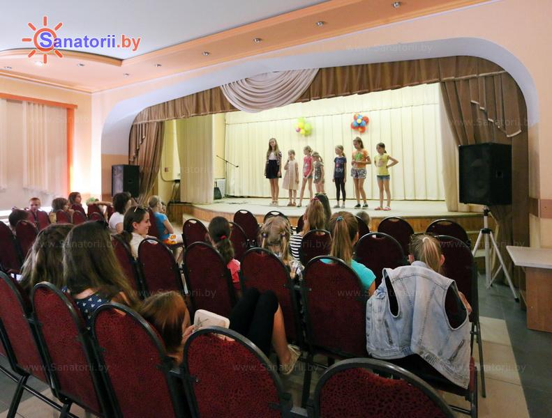 Санатории Белоруссии Беларуси - детский санаторий Налибокская пуща - Кинозал