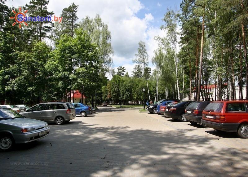 Санатории Белоруссии Беларуси - санаторий Криница - Автостоянка