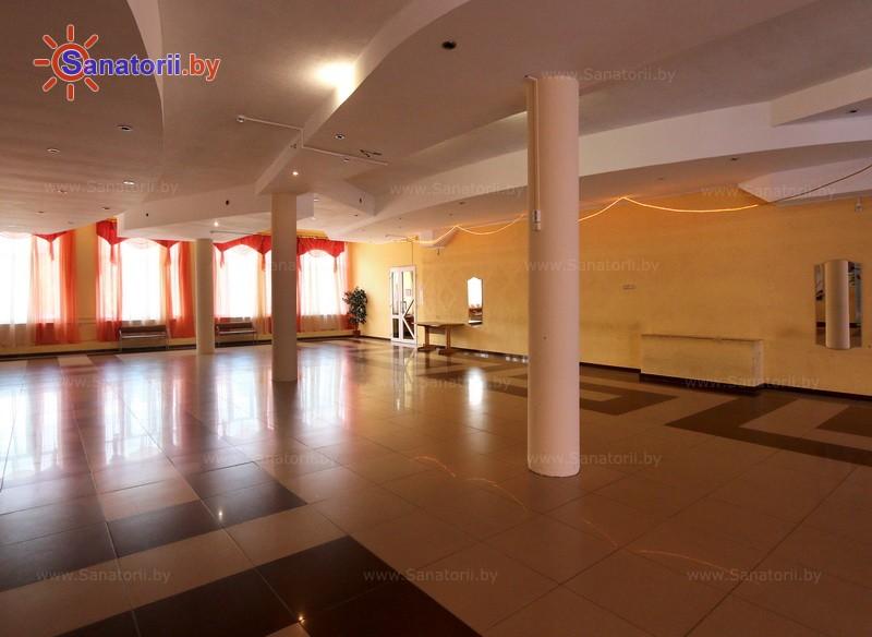 Санатории Белоруссии Беларуси - санаторий Приднепровский - Танцевальный зал