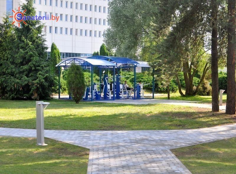 Санатории Белоруссии Беларуси - санаторий Радон - Уличные тренажеры