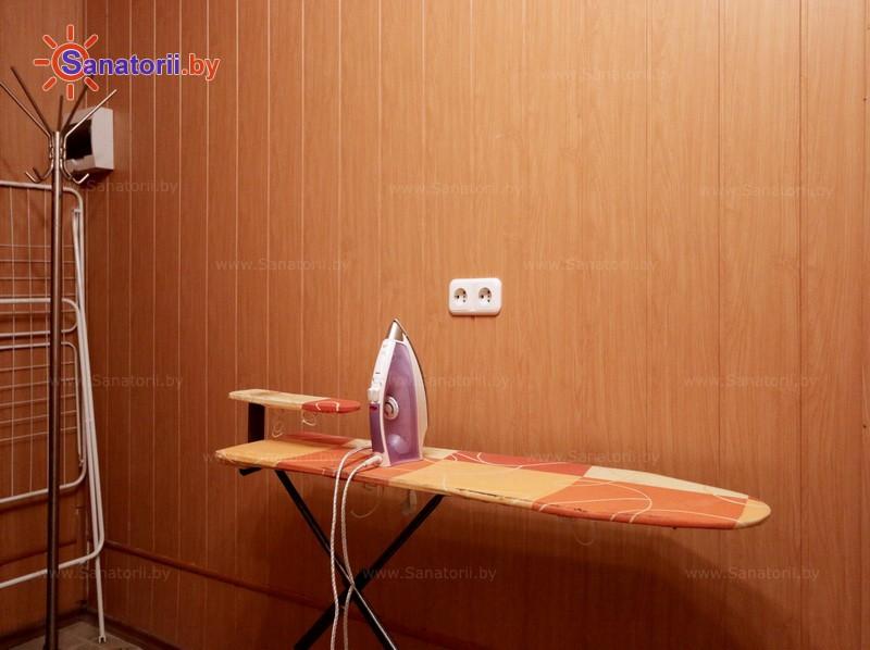 Санатории Белоруссии Беларуси - оздоровительный центр Лазурный - Гладильная комната