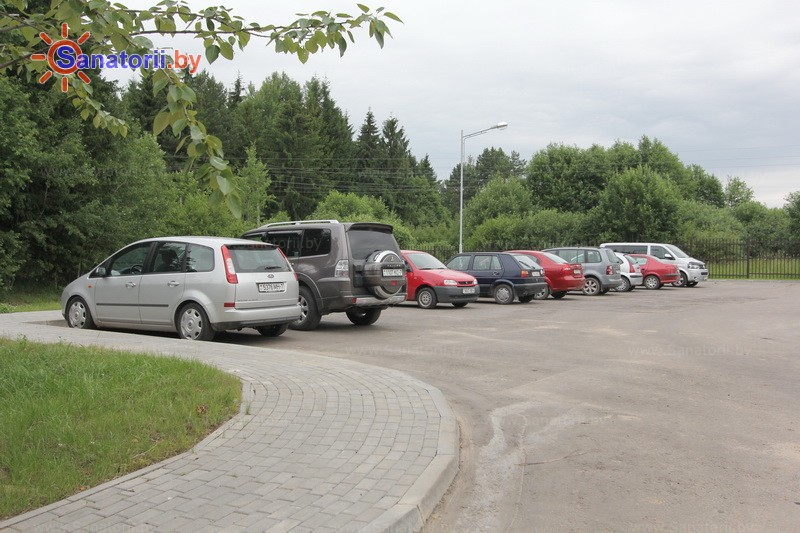 Санатории Белоруссии Беларуси - санаторий Приморский - Автостоянка