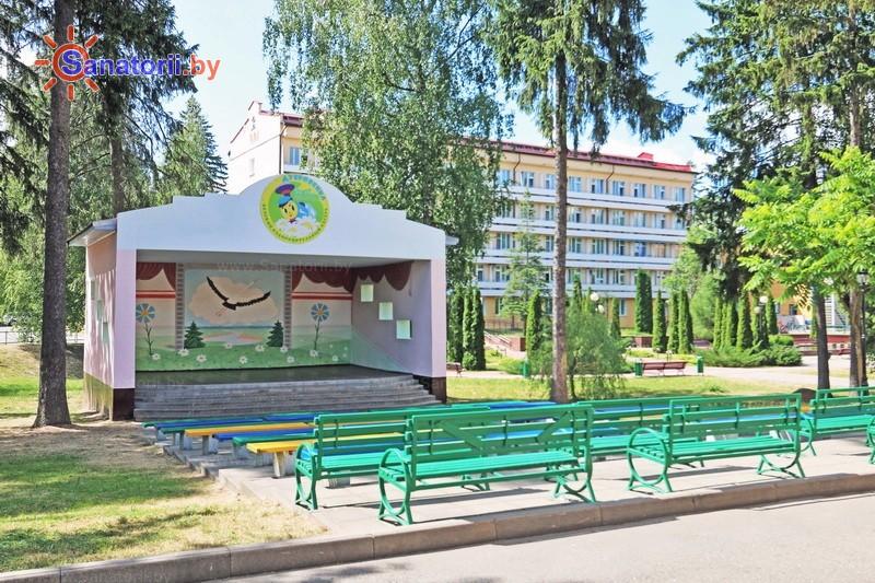 Санатории Белоруссии Беларуси - санаторий Дубровенка - Танцплощадка летняя