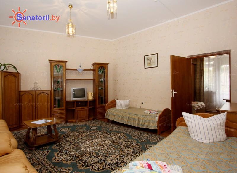 Санатории Белоруссии Беларуси - санаторий Вяжути - трехместный двухкомнатный в блоке (спальный корпус №4)