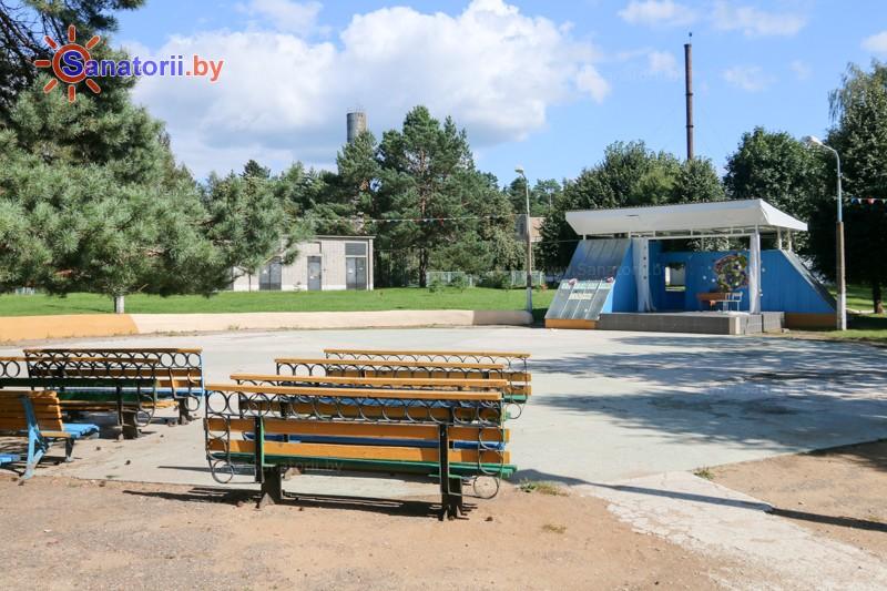 Санатории Белоруссии Беларуси - санаторий Сосны - Танцплощадка летняя