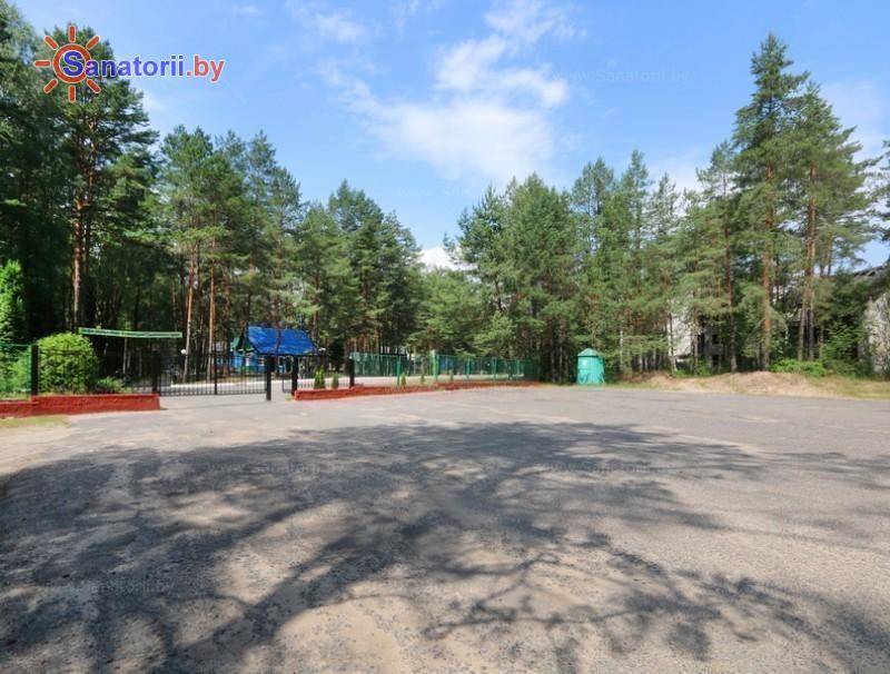 Санатории Белоруссии Беларуси - детский санаторий Налибокская пуща - Парковка