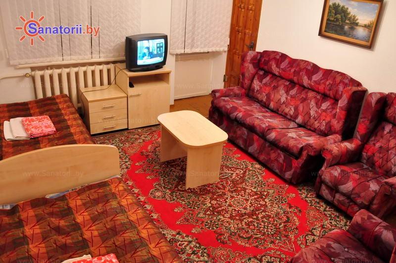 Санатории Белоруссии Беларуси - ДРОЦ Надежда - пятиместный двухкомнатный apartament с кухней (гостевой дом №1)