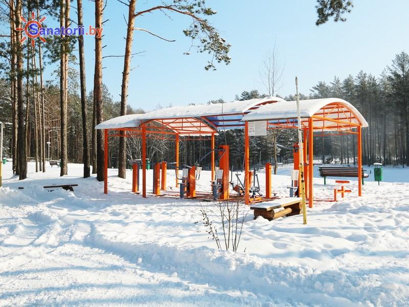 Санатории Белоруссии Беларуси - санаторий Ислочь - Уличные тренажеры