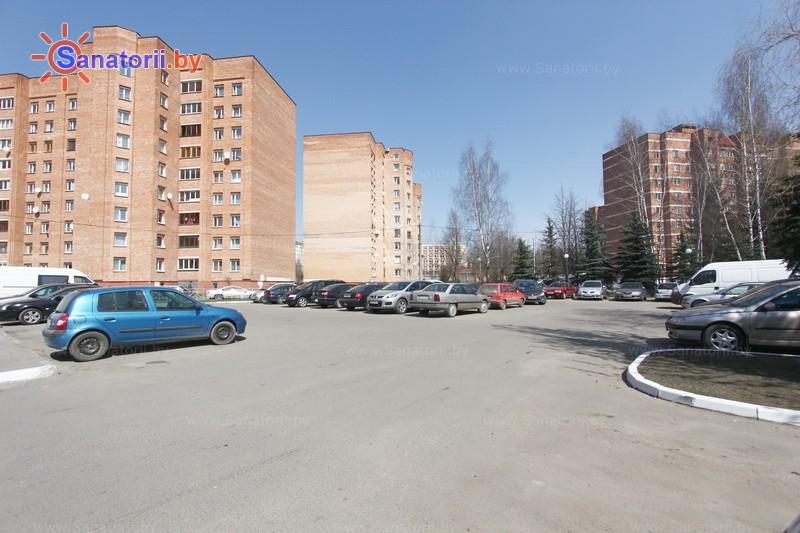 Санатории Белоруссии Беларуси -  Центр медицинской реабилитации и бальнеолечения - Парковка
