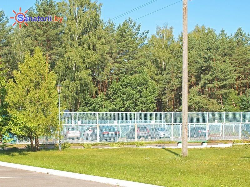 Санатории Белоруссии Беларуси - санаторий Берестье (Брестагроздравница) - Автостоянка