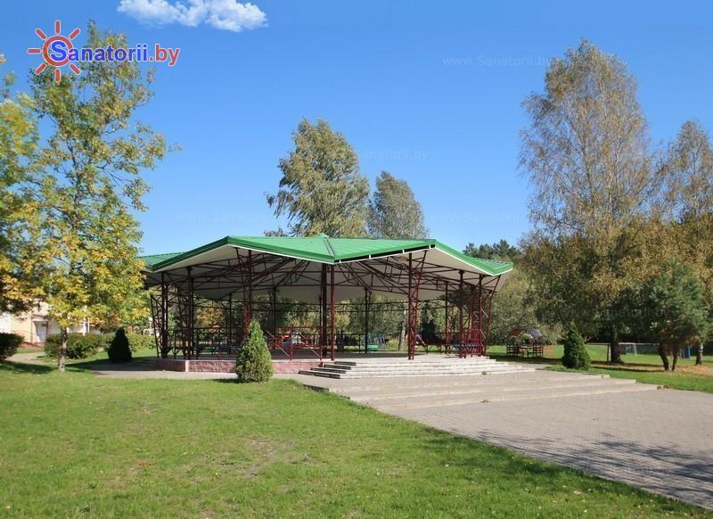 Санатории Белоруссии Беларуси - оздоровительный центр Энергетик - Танцплощадка летняя